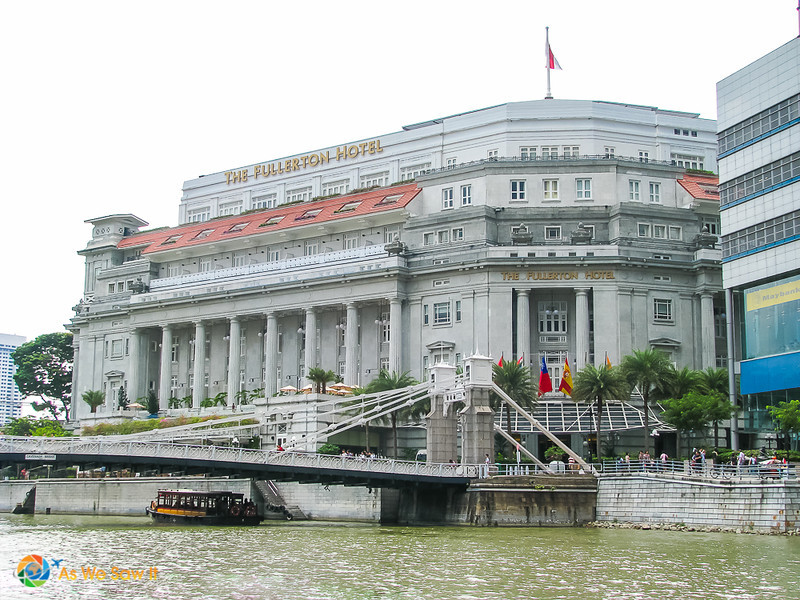 Front of the Fullerton Hotel and Singapore River in front