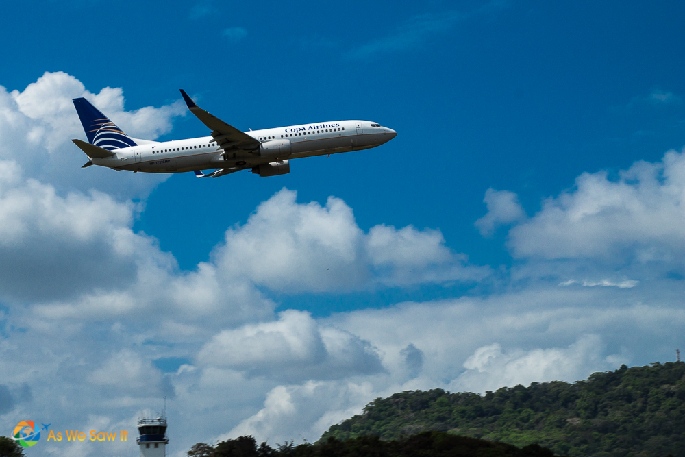 Copa Airlines jet does a nice fly-by.