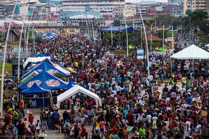 Crowds throng to Panama Carnival