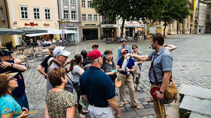 Bamberg tour guide showing us a map of the best things to see in Bamberg.