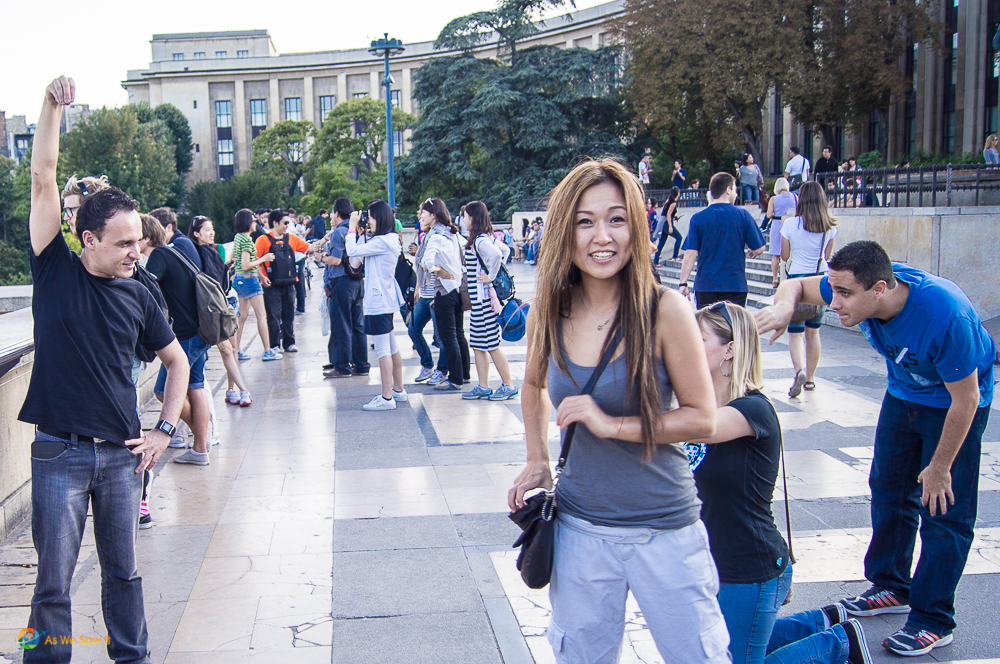 Smiling girl in Paris proves you can make French people love you