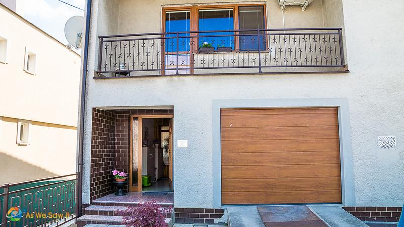 White front of Kamil Kukumberg home