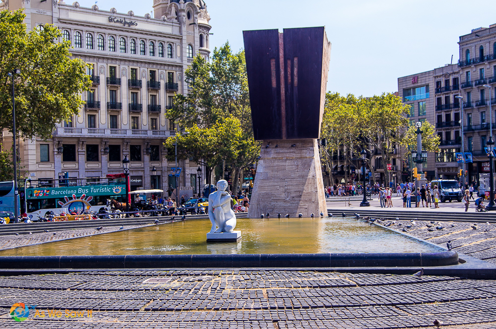Monument and fountain in Placa de Catalunya, Barcelona