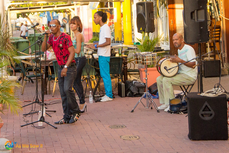 Band playing on the Willemstad waterfront