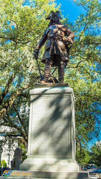 Statue of James Oglethorpe atop a concrete column
