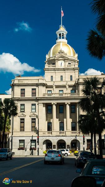 Domed building that serves as Savannah City Hall