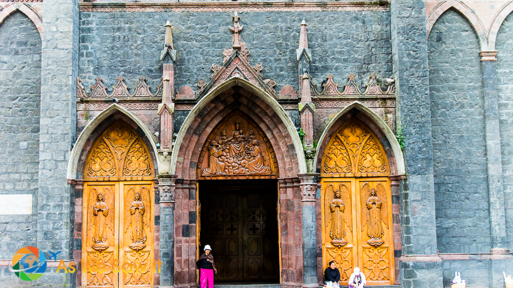 Our Lady of the Holy Water (Nuestra Señora del Agua Santa), Baños' neo-Gothic style basilica was built out of volcanic rock.